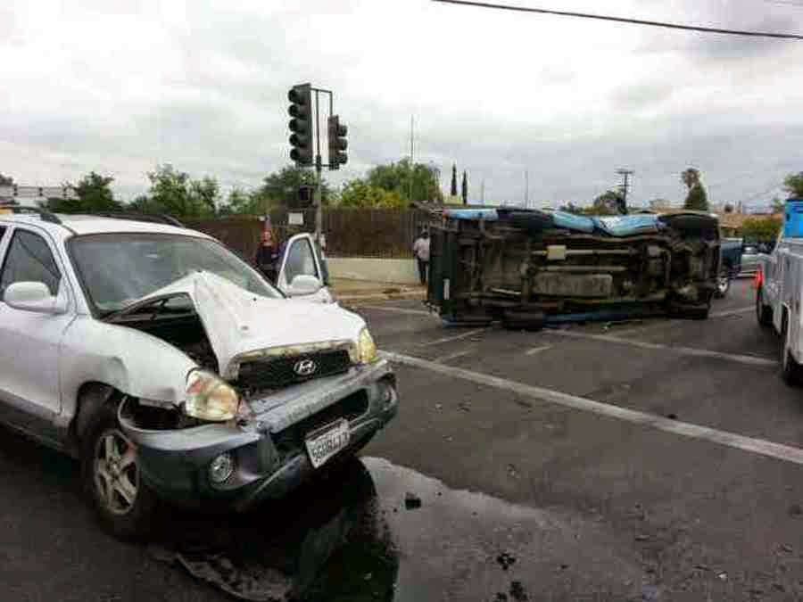 kern county bakersfield suv pickup truck crash wilson road h street