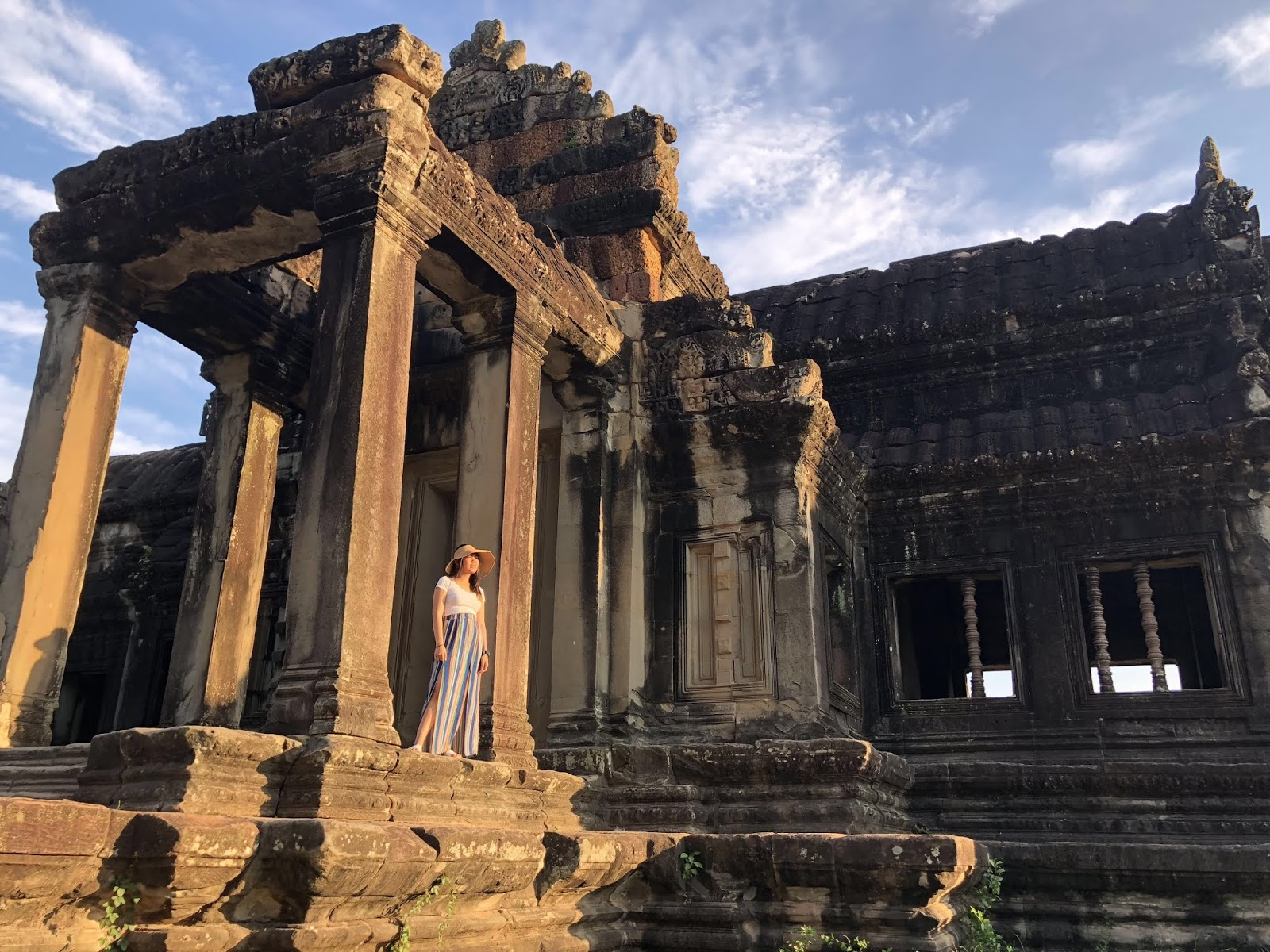 Looking and marveling the beauty of Angkor Wat