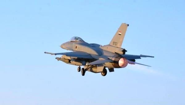 القوات الجوية تدك اوكار الارهاب فى مسكرات درنة الليبية
