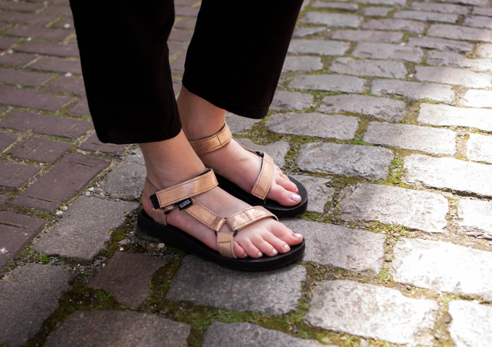rose gold teva sandals