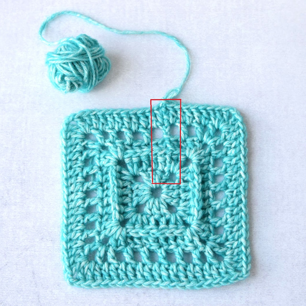 How to join crochet square in the corners - step-by-step photo-tutorial by www.lillabjorncrochet.com