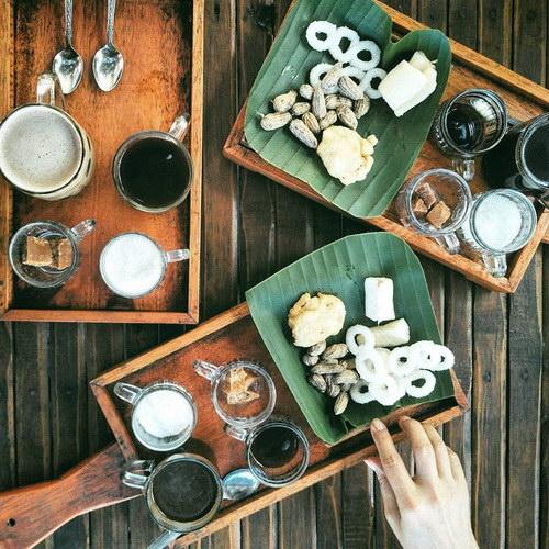 Tinuku Kedai Kopi Menoreh Pak Rohmat build traditional design to present robusta and arabica coffee in plantations
