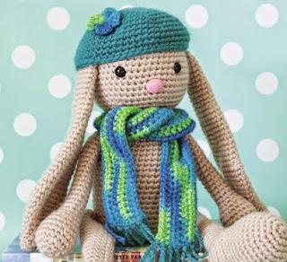 http://www.paula.cl/tejido/conejo-amigurumi-a-crochet/