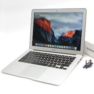 MacBook Air Core i5 13-inchi 2011 Fullset