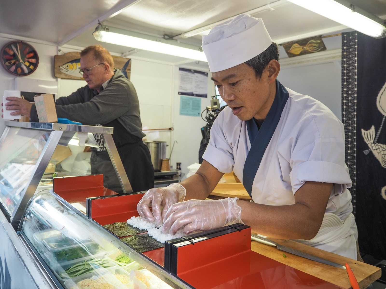 Masaaki yokama making sushi