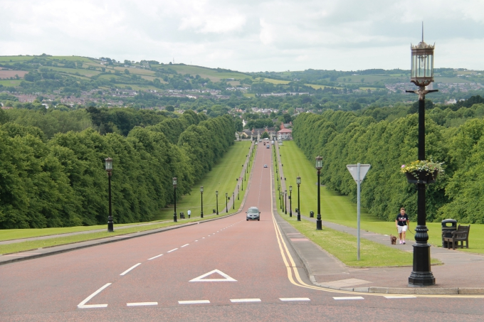 Belfast nähtävyydet turistibussista ja Belfast lasten kanssa / Stormont Estate Parlamenttitalo