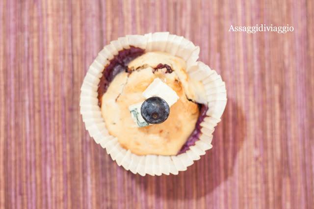 Blue cheese and blueberry muffins (Muffins gorgonzola e mirtilli)