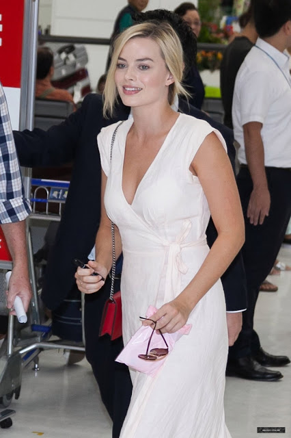 Margot Robbie – Arriving in Japan