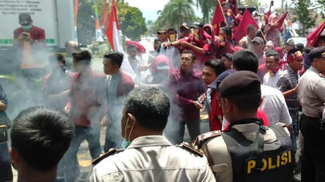 Tim Prabowo-Sandi Minta Aparat Tak Represif pada Demo Mahasiswa