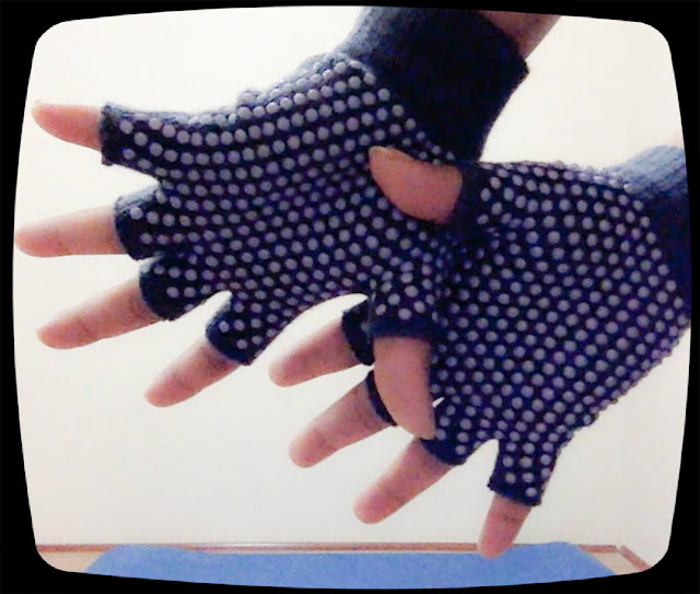 anti slip yoga gloves