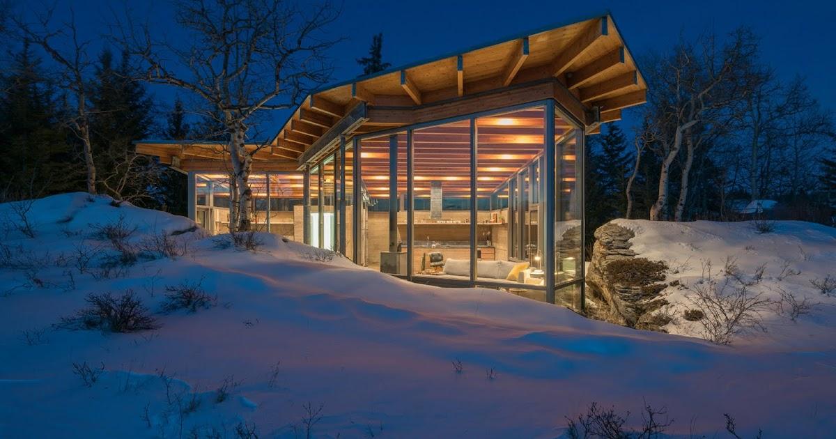Cabana de vidro em bela paisagem