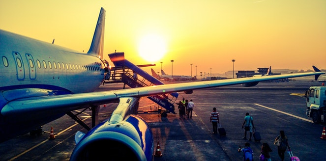 8 Tips Mengatasi Rasa Takut Naik Pesawat