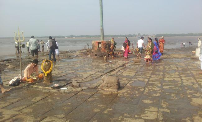Swayumbu Lingams At Nishkalank Mahadev Temple