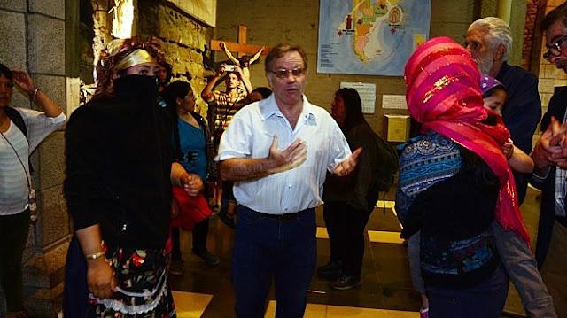 Los mapuches atacaron la Catedral de Bariloche en plena misa