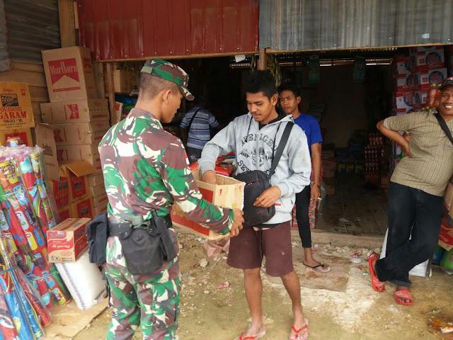 Demi Beli Susu dan Popok Pengungsi, TNI-Polri Ikut Galang Dana Banjir Sentani
