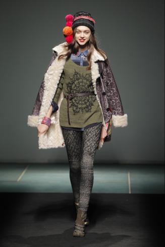 0aafbbe76cd A continuación podrás ver las fotos de la 080 Barcelona Fashion Week en la  que Desigual presento su colección de ropa para el otoño invierno 2013 2014