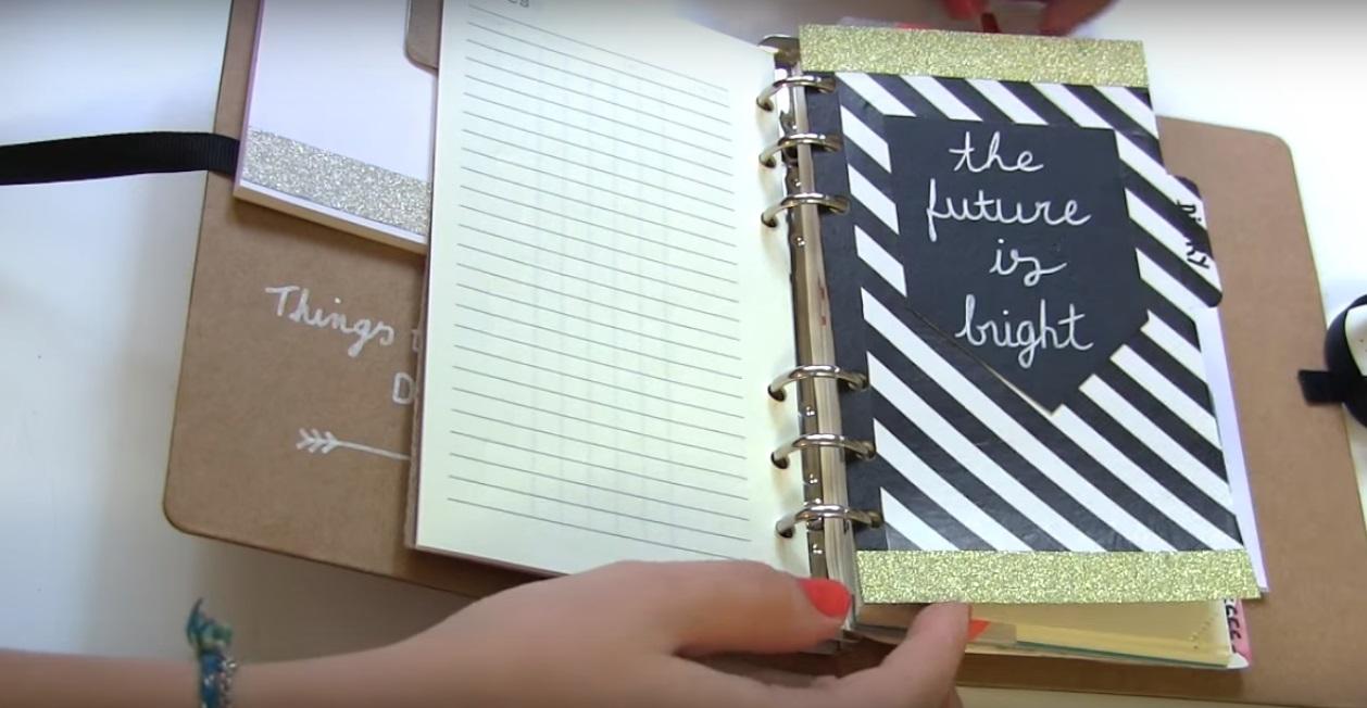 Comment decorer son agenda fashion designs - Comment customiser un classeur ...