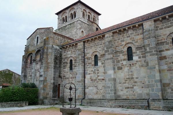 loire forez champdieu prieuré église cloître