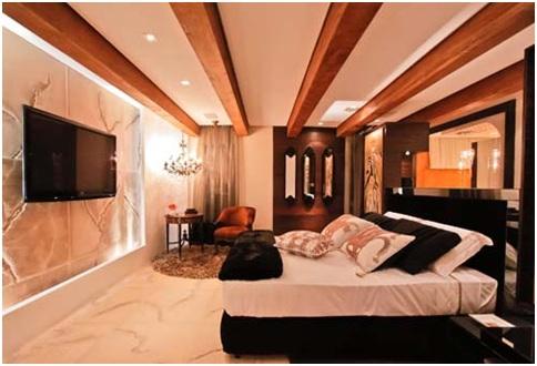 Matrimonial bedroom with Venice architecture decoration