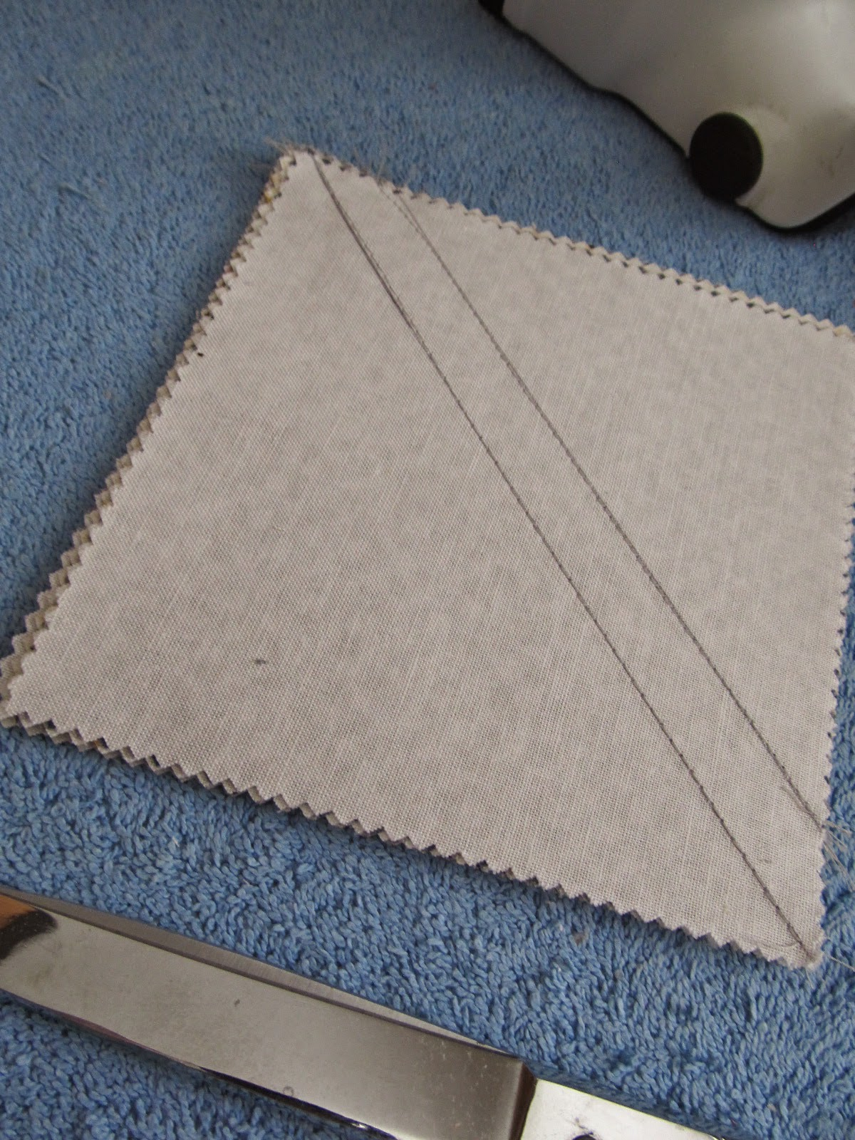 Charm quilt piecing of 2 different sizes of triangles from on quilt square