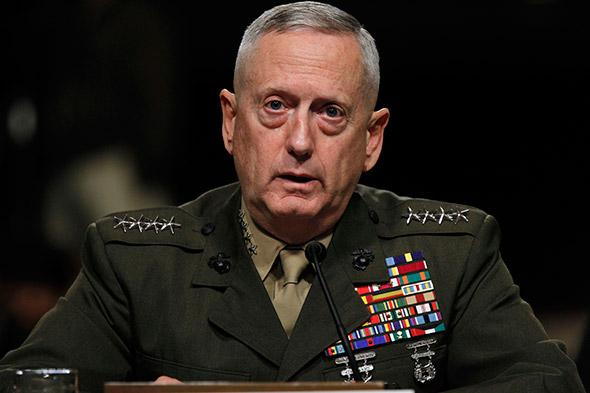 James Mattis, ex-chefe de operações no Oriente Médio, como novo secretário de Defesa.