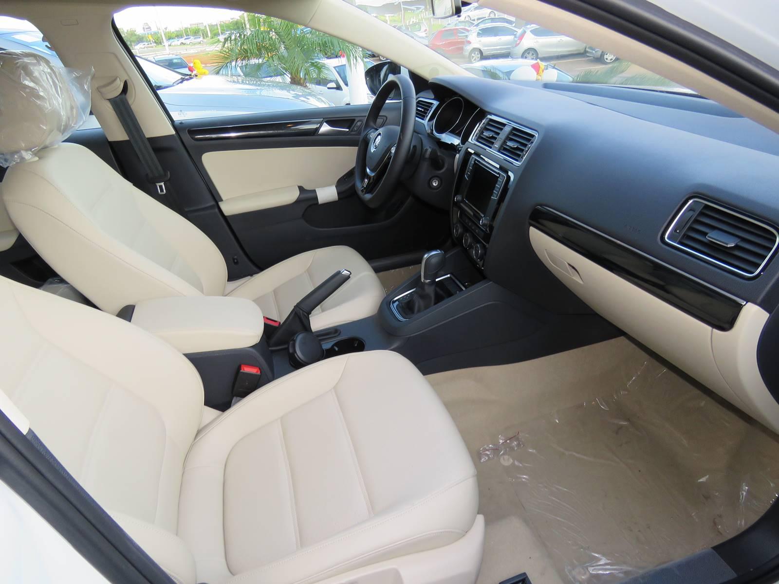 VW Jetta 2016 Comfortline 1.4 TSI - interior