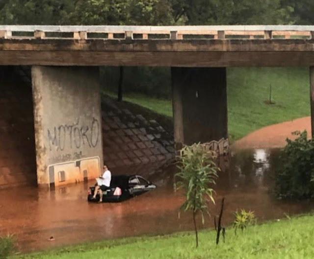 Brasília: Chuva alaga tesourinhas, derruba árvores e complica trânsito da capital federal