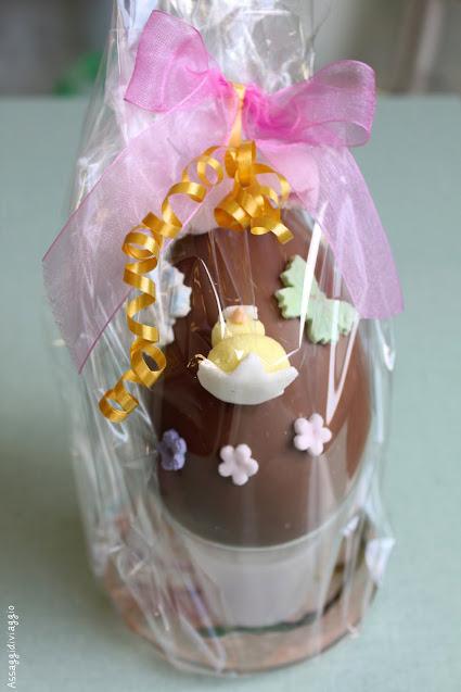 Uova di Pasqua di cioccolato decorate con pasta di zucchero