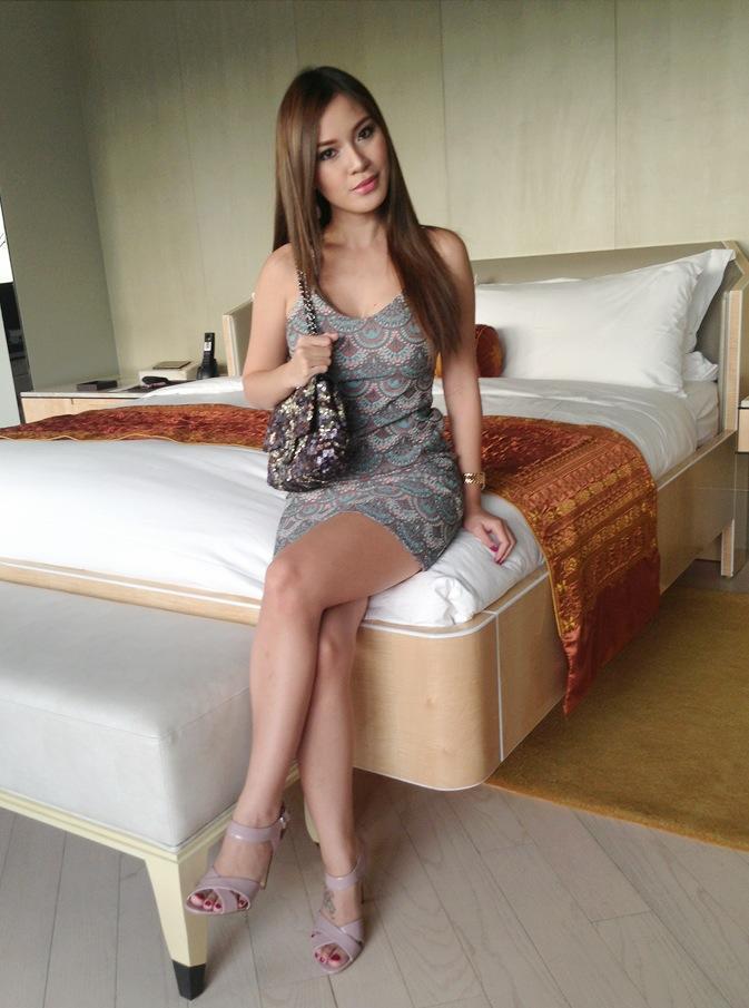 nathalie hayashi selfie pics in her room 03