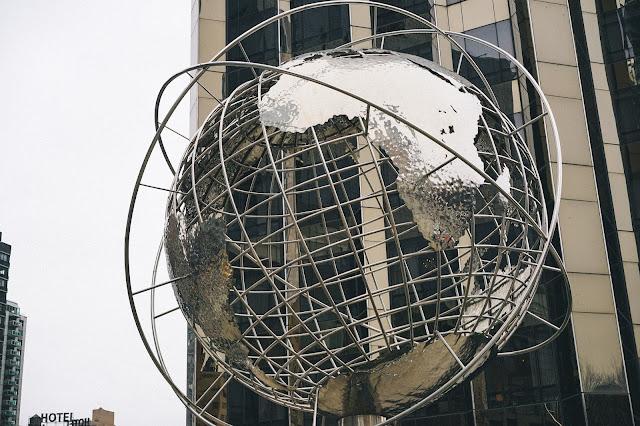 コロンブス・サークル(Columbus Circle)| Steel globe