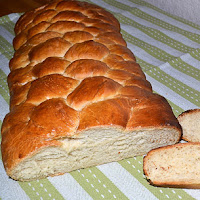 http://www.bakingsecrets.lt/2013/04/eight-strand-plait-baltos-duonos-pyne.html