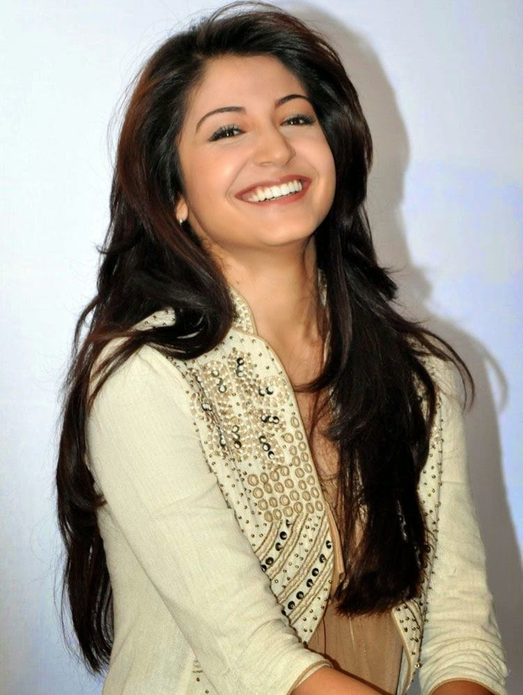 Anushka Sharma Saree: Bollywood Celebrity News