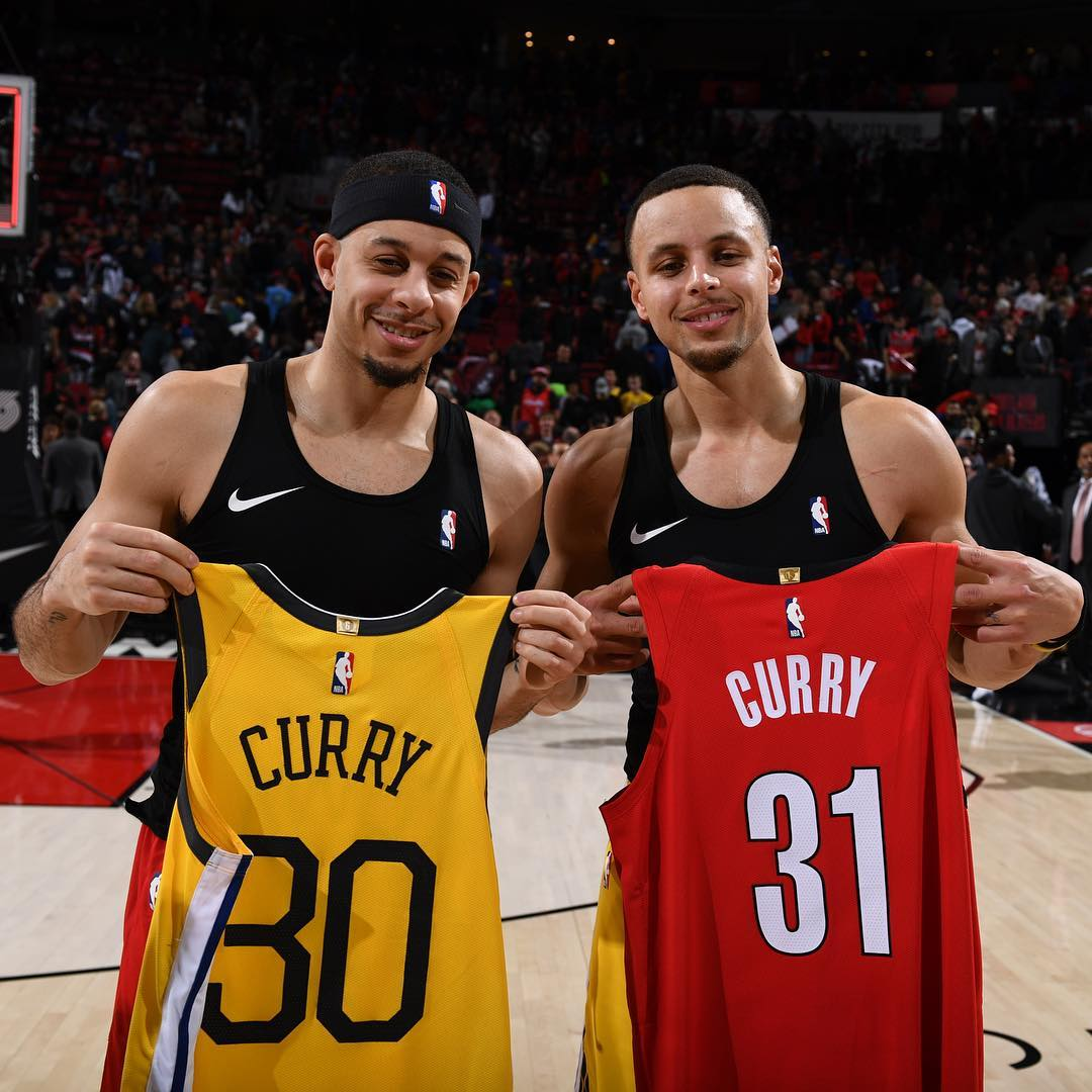 super popular 6d521 2a727 Steph Curry and Seth Curry Swap Jerseys After Warriors Win ...