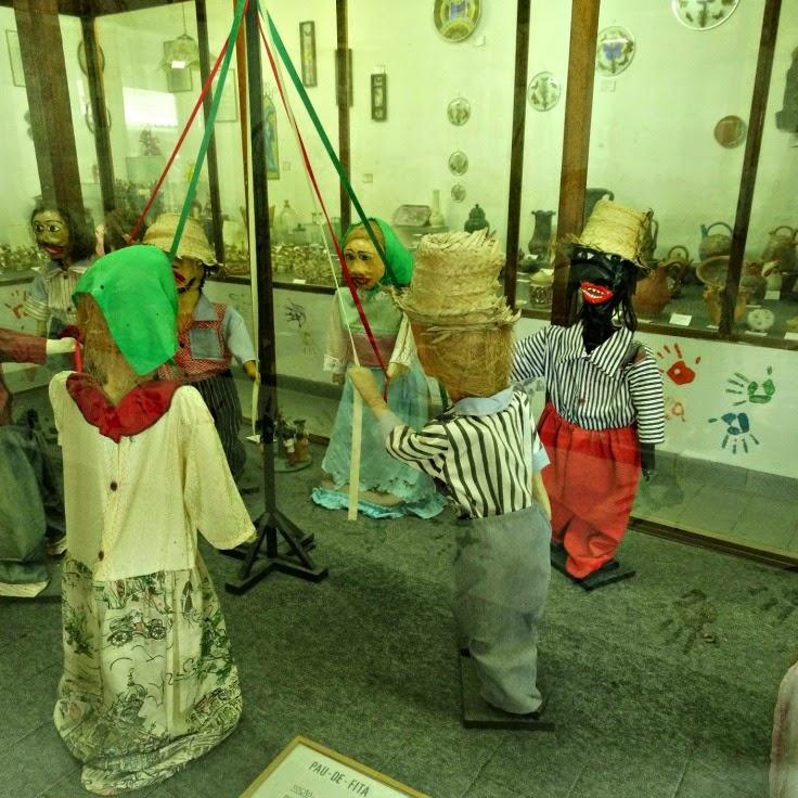 Pau de Fita: o folclore no Museu do Artesanato