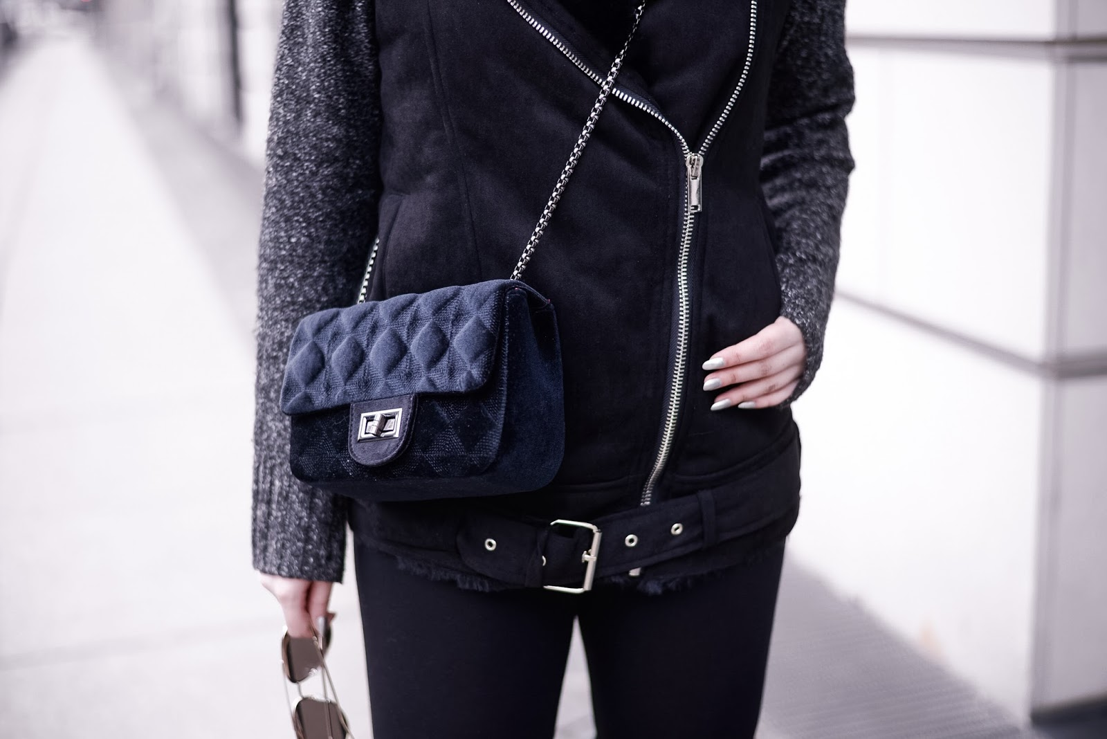 chanel inspired bag_all black outfit