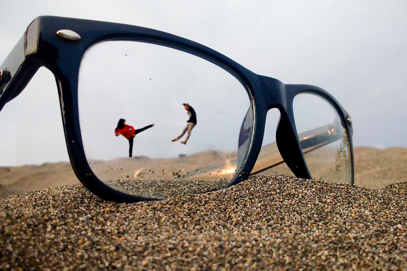Foto keren dan melayang dengan tendanga maut wanita hijab cewek jilbab di pantai
