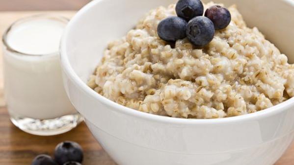 6 Alasan Mengapa Oatmeal Disarankan Sebagai Salah Satu Menu Diet Paling Sehat