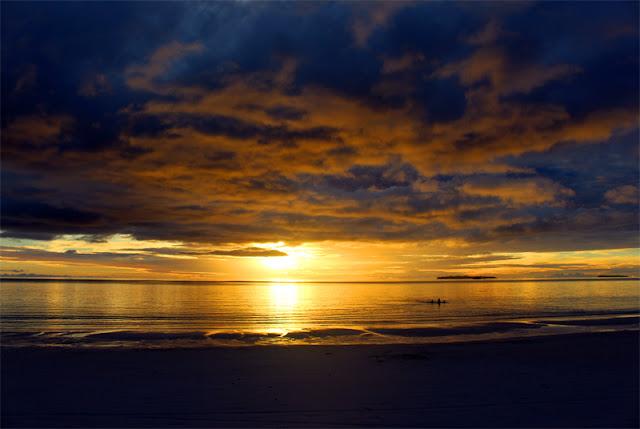 5 Foto Keindahan Sunset di Pantai Ngurbloat Maluku Tenggara