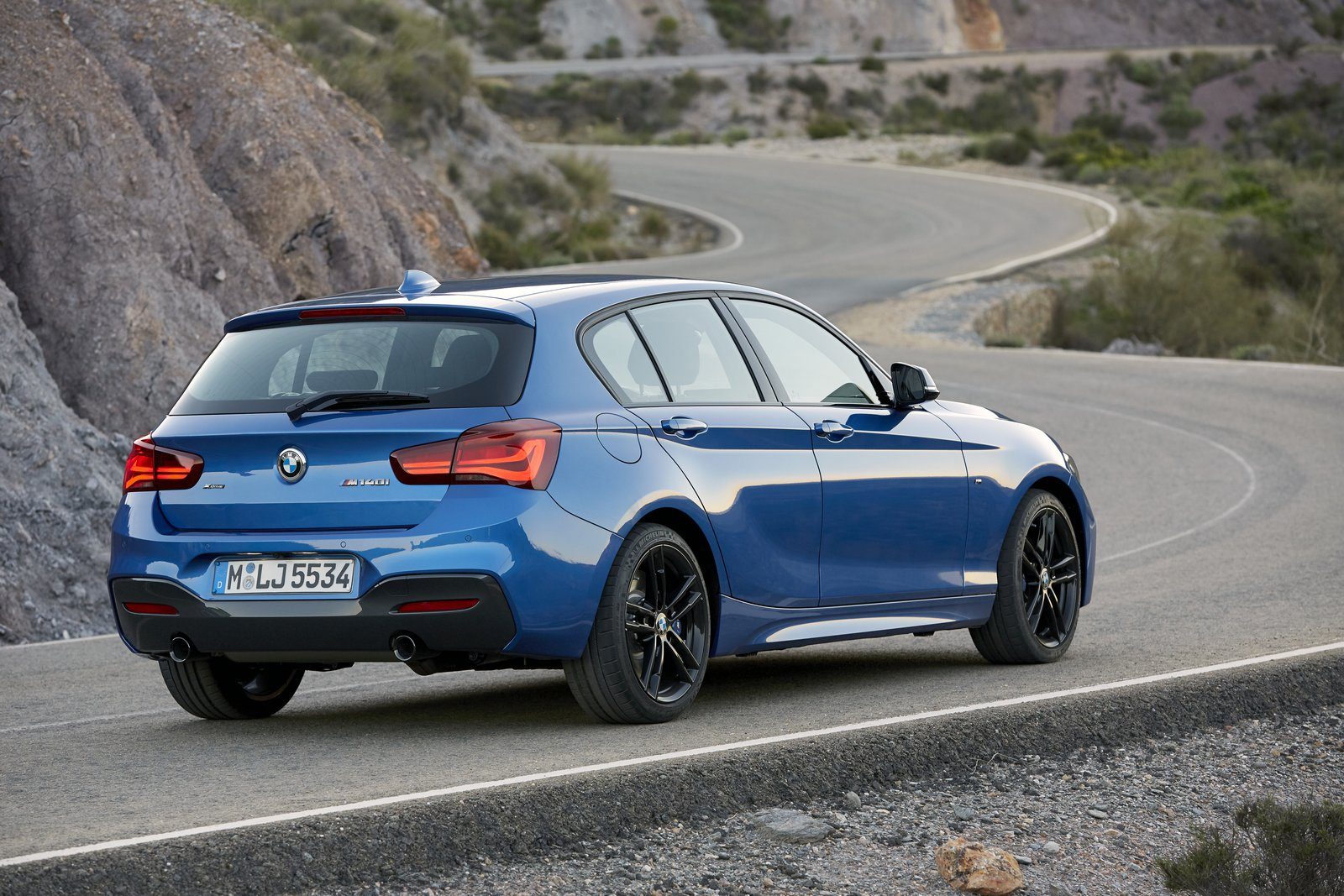 2018 bmw 1 series bows with updated interior new tech carscoops. Black Bedroom Furniture Sets. Home Design Ideas