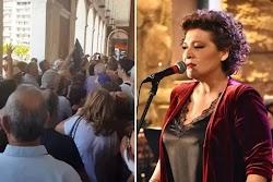 Δεν το χωράει ο νους αυτό που συνέβη έξω από τα ταμεία του Δημοτικού Θεάτρου Απόλλων στην Πάτρα, με πολίτες να ποδοπατούνται για ένα εισιτήρ...