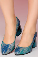 Pantofi Kalya albastri cu imprimeu turcoaz pe toc •