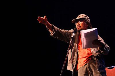 Puisi Sutardji Calzoum Bachri : Ngiau
