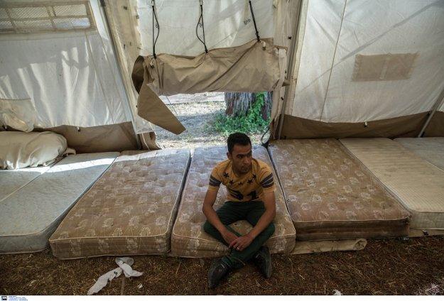 Guardian: Στο «μικροσκόπιο» των Βρυξελλών το υπουργείο Άμυνας για το προσφυγικό