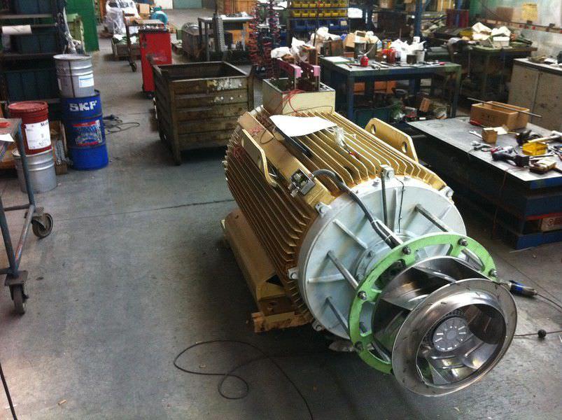 Motore schietti domenico schietti motore schietti la for 3 metri quadrati di garage per auto