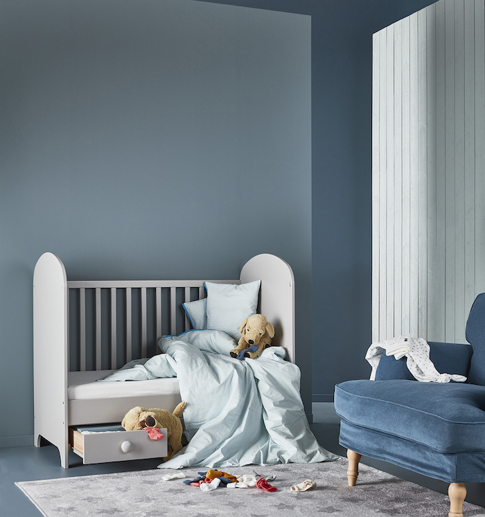 Dormitorio infantil pintado de azul