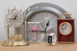 https://pixabay.com/es/tiempo-relojes-reloj-de-arena-2387976/