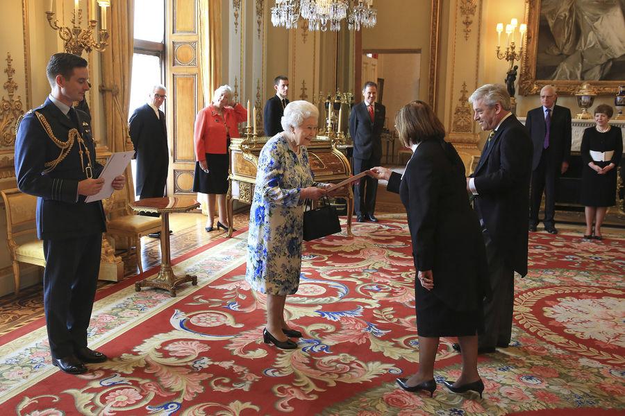 La cour royale anglais la journee du 10 mai pour sa majeste la reine the royal courts les - Chambre des lords angleterre ...