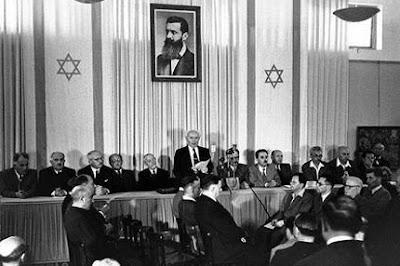 Ben Gurion la momentul înființării statului Israel din 1948 - foto preluată de pe kehilanews.com