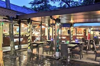 Hidangan Buffet Buka Puasa bertemakan 'Selera Kampung' di Restoran Tepi Laut Makan Street, Shangri-La Rasa Ria Resort & Spa Kota Kinabalu