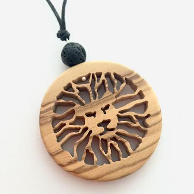 bisuteria en madera hecha a mano